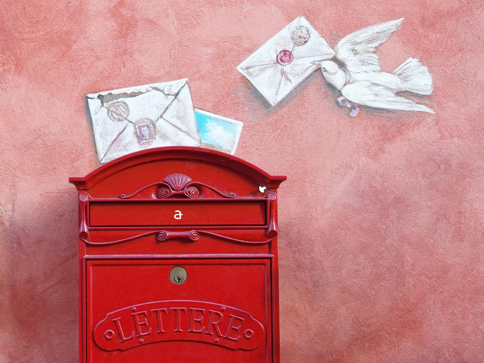 鮮やかな赤い郵便ポストのイラスト
