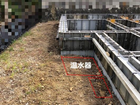 温水器を設置するあたりの基礎工事の写真