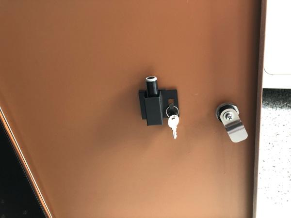 宅配ボックス一体型ポストの宅配扉裏の画像