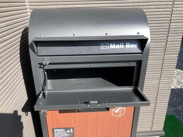 宅配ボックス一体型ポストの郵便物取り出し扉を開けた画像