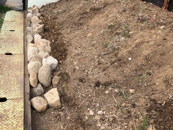 土留めの石垣の画像